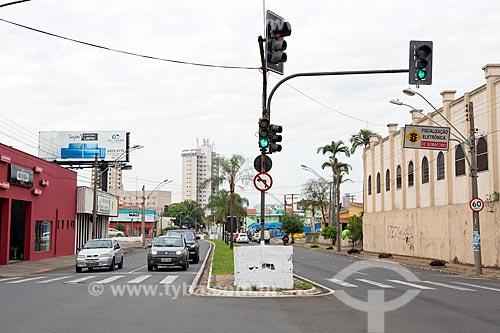 Tráfego na Avenida Visconde do Rio Claro  - Rio Claro - São Paulo (SP) - Brasil