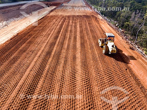 Foto feita com drone da terraplanagem para duplicação da Rodovia Jayme Câmara (GO-070) próximo à cidade de Goiás  - Goiás - Goiás (GO) - Brasil