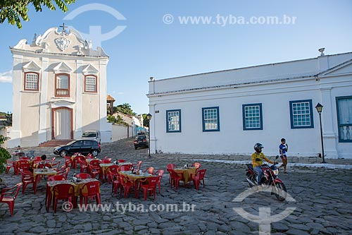 Fachada da Igreja de Nossa Senhora da Boa Morte (1779) - também abriga o Museu de Arte Sacra da Boa Morte - à esquerda - com o Palácio Conde dos Arcos - à direita  - Goiás - Goiás (GO) - Brasil