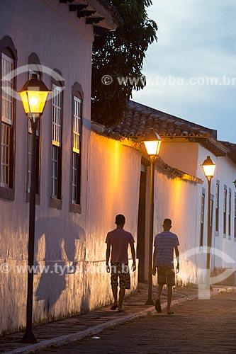 Casarios com iluminação urbana no centro histórico da cidade de Goiás  - Goiás - Goiás (GO) - Brasil