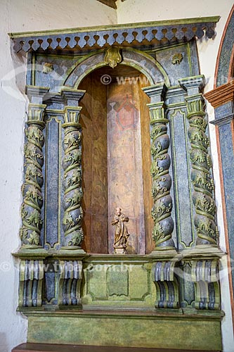 Altar lateral - esculpido em madeira - da Capela de São João Batista (1761)  - Goiás - Goiás (GO) - Brasil
