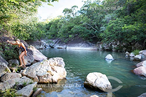 Banhista em rio no Santuário Ecológico Poço Sucuri  - Goiás - Goiás (GO) - Brasil