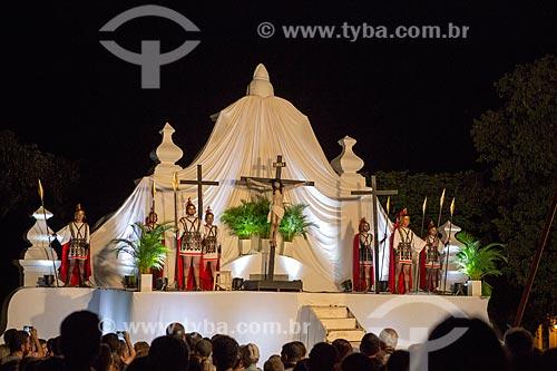 Encenação do descendimento da cruz na Praça Doutor Brasil Caiado - também conhecida como Praça do Chafariz - durante a Sexta-Feira Santa  - Goiás - Goiás (GO) - Brasil
