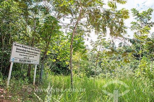 Placa informativa na entrada da Reserva Biológica da Serra Dourada - administrada pela Universidade Federal de Goiás  - Mossâmedes - Goiás (GO) - Brasil