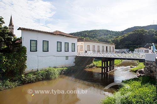 Vista de trecho do Rio Vermelho e Museu Casa de Cora Coralina - casa em que a escritora Cora Coralina viveu - na cidade de Goiás  - Goiás - Goiás (GO) - Brasil