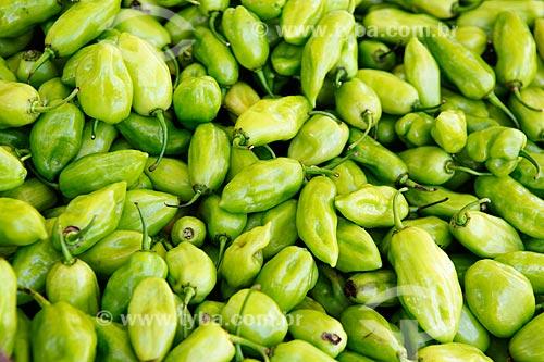 Detalhe de pimenta de cheiro à venda em feira livre  - Goiânia - Goiás (GO) - Brasil