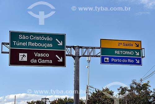 Detalhe de sinalização rodoviária na Linha Amarela - sentido Avenida Brasil  - Rio de Janeiro - Rio de Janeiro (RJ) - Brasil