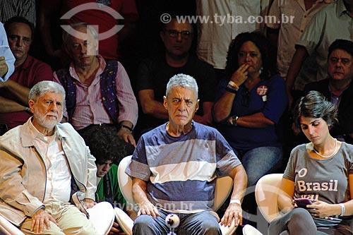 Celso Amorim, Chico Buarque e Manuela dÁvila durante ato em defesa da democracia com o ex-presidente Luiz Inácio Lula da Silva no Circo Voador  - Rio de Janeiro - Rio de Janeiro (RJ) - Brasil