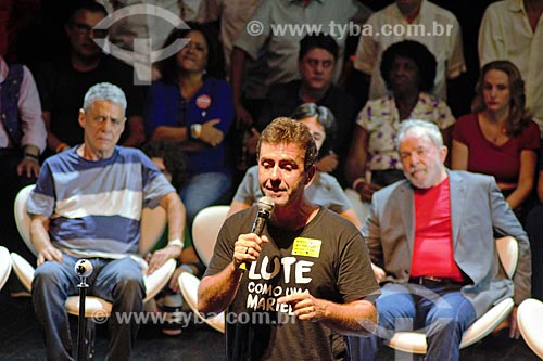 Chico Buarque, Marcelo Freixo e o ex-presidente Luiz Inácio Lula da Silva durante ato em defesa da democracia no Circo Voador  - Rio de Janeiro - Rio de Janeiro (RJ) - Brasil