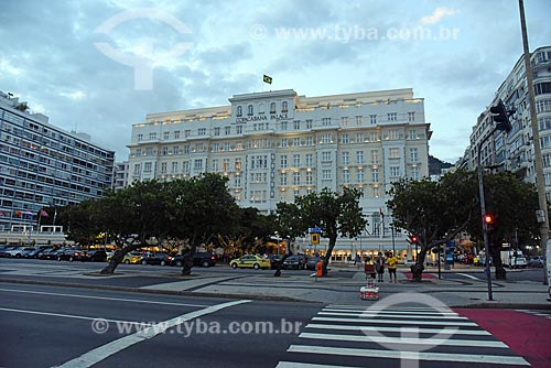 Fachada do Hotel Copacabana Palace (1923) durante o pôr do sol  - Rio de Janeiro - Rio de Janeiro (RJ) - Brasil
