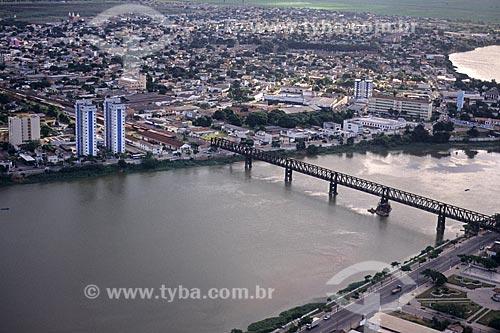 Foto aérea da Ponte de Ferro da Ferrovia Centro-Atlântica sobre o Rio Paraíba do Sul  - Campos dos Goytacazes - Rio de Janeiro (RJ) - Brasil