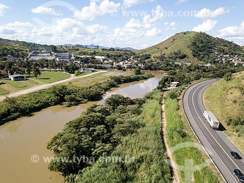 Foto feita com drone do Rio Paraíba do Sul no Km 170 da Rodovia BR-393 à esquerda com a Três Rios ao fundo  - Três Rios - Rio de Janeiro (RJ) - Brasil