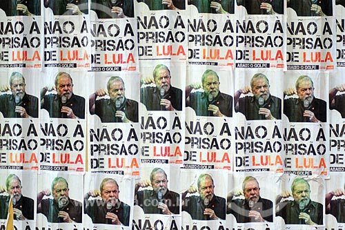 Detalhe de cartazes contra a prisão do ex-Luiz Inácio Lula da Silva na Cinelândia  - Rio de Janeiro - Rio de Janeiro (RJ) - Brasil
