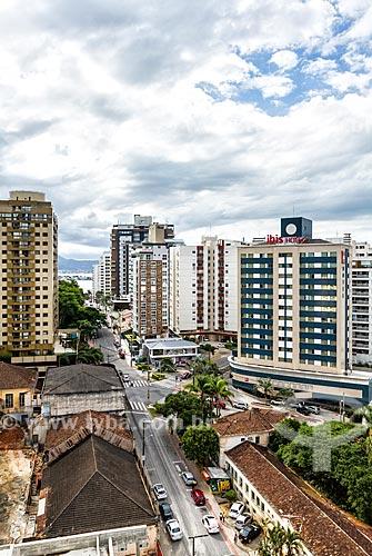 Vista da Rua Felipe Schmidt com hotel da rede de Hotéis Ibis  - Florianópolis - Santa Catarina (SC) - Brasil