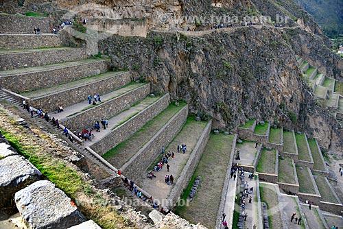 Turistas nos terraços Incas do Parque Arqueológico Nacional Ollantaytambo   - Ollantaytambo - Departamento de Cusco - Peru