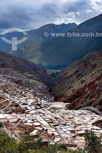Vista geral da Salina de Maras com montanhas ao fundo  - Maras - Província de Urubamba - Peru
