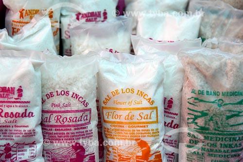 Detalhe de sacos de sal à venda na Salina de Maras  - Maras - Província de Urubamba - Peru