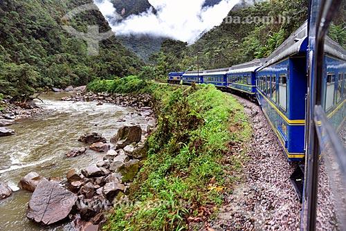 Vista do Rio Urubamba a partir do trem da Perurail - que faz o passeio turístico entre as cidades de Cusco e Machu Picchu pueblo  - Cusco - Departamento de Cusco - Peru