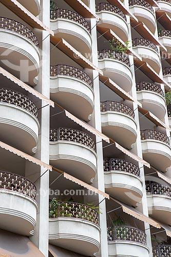 Detalhe da fachada do Edifício Biarritz (1945) na Avenida Praia do Flamengo  - Rio de Janeiro - Rio de Janeiro (RJ) - Brasil