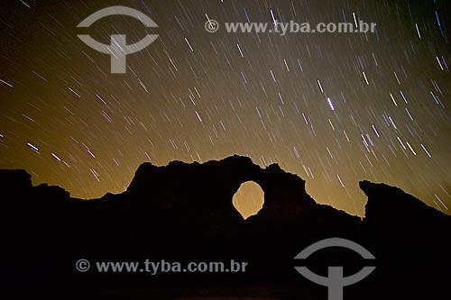 Vista da Pedra Furada no Parque Nacional Serra da Capivara durante à noite  - Coronel José Dias - Piauí (PI) - Brasil