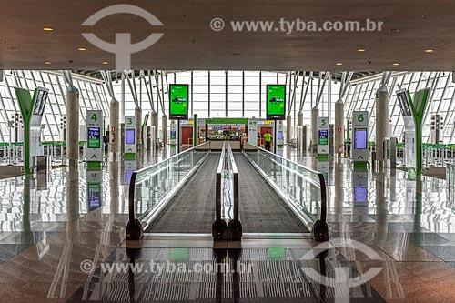 Detalhe de esteira rolante no hall do Aeroporto Internacional Juscelino Kubitschek  - Brasília - Distrito Federal (DF) - Brasil