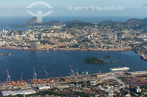 Foto aérea do Porto do Rio de Janeiro com o Pão de Açúcar ao fundo  - Rio de Janeiro - Rio de Janeiro (RJ) - Brasil