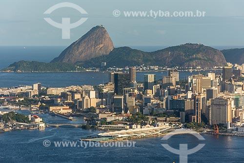 Foto aérea do Museu do Amanhã e prédios do centro do Rio de Janeiro com o Pão de Açúcar ao fundo  - Rio de Janeiro - Rio de Janeiro (RJ) - Brasil