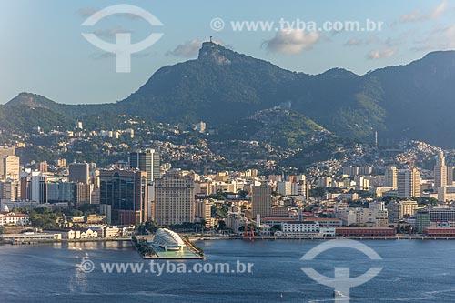 Foto aérea do Museu do Amanhã e os prédios do centro do Rio de Janeiro com o Cristo Redentor (1931) ao fundo  - Rio de Janeiro - Rio de Janeiro (RJ) - Brasil