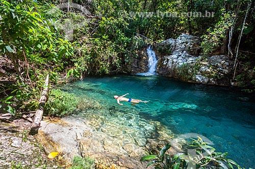 Banhista na Cachoeira Barbarinha no Parque Nacional da Chapada dos Veadeiros  - Alto Paraíso de Goiás - Goiás (GO) - Brasil
