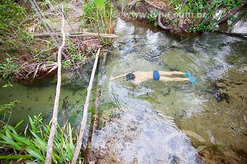 Banhista nadando no Rio do Salto - Parque Nacional das Nascentes do Rio Parnaíba  - Barreiras do Piauí - Piauí (PI) - Brasil