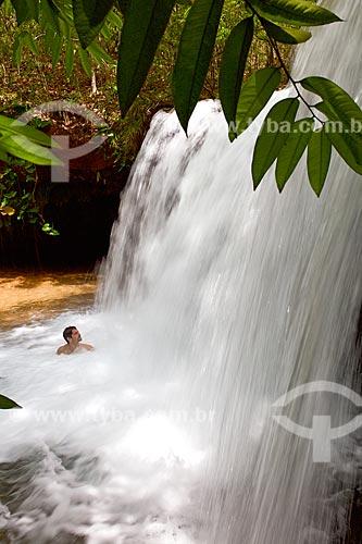 Banhista na Cachoeira do Muricí no Parque Nacional das Nascentes do Rio Parnaíba  - Barreiras do Piauí - Piauí (PI) - Brasil
