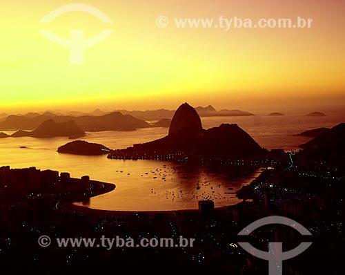 Vista do amanhecer na Enseada de Botafogo com o Pão de Açúcar ao fundo (Início dos Anos 70)  - Rio de Janeiro - Rio de Janeiro (RJ) - Brasil