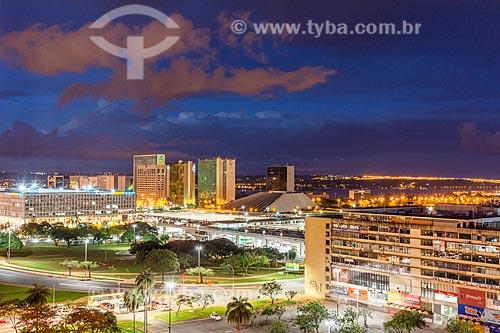 Vista de prédios do centro de Brasília durante a noite  - Brasília - Distrito Federal (DF) - Brasil