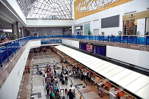 Passageiros em fila de check-in no Terminal 1 do Aeroporto Internacional Salgado Filho  - Porto Alegre - Rio Grande do Sul (RS) - Brasil