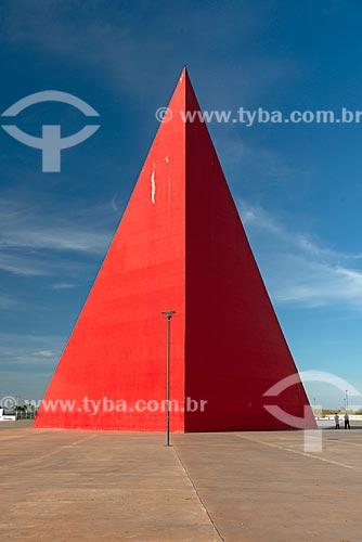Vista do Monumento aos Direitos Humanos (2006) - parte do Centro Cultural Oscar Niemeyer  - Goiânia - Goiás (GO) - Brasil