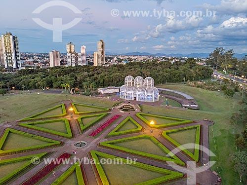 Foto aérea do Jardim Botânico de Curitiba (Jardim Botânico Francisca Maria Garfunkel Rischbieter) durante o anoitecer  - Curitiba - Paraná (PR) - Brasil