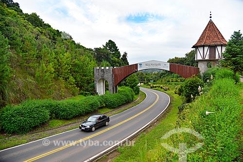 Pórtico da cidade de Nova Petrópolis na Rodovia RS-235  - Nova Petrópolis - Rio Grande do Sul (RS) - Brasil