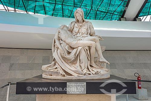 Réplica da Pietà de Michelangelo em exibição na Catedral Metropolitana de Nossa Senhora Aparecida (1958) - também conhecida como Catedral de Brasília  - Brasília - Distrito Federal (DF) - Brasil