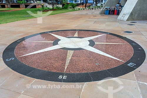 Detalhe de Rosa dos Ventos em frente ao Planetário de Brasília  - Brasília - Distrito Federal (DF) - Brasil