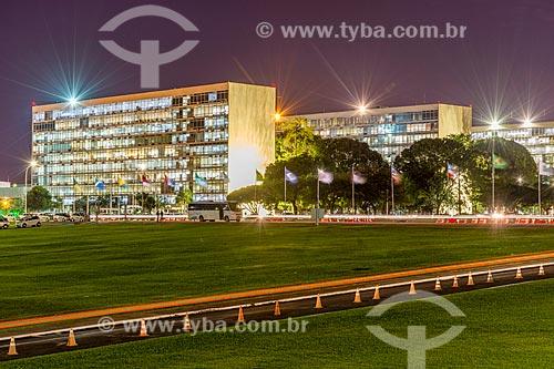 Vista da Esplanada dos Ministérios à noite  - Brasília - Distrito Federal (DF) - Brasil