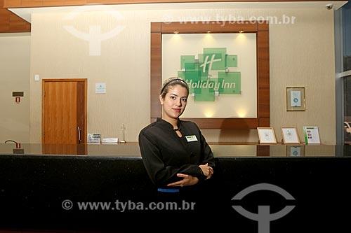 Refugiada Venezuelana trabalhando legalmente como recepcionista em hotel no Brasil  - Manaus - Amazonas (AM) - Brasil