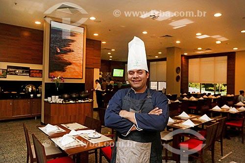 Refugiado Venezuelano trabalhando legalmente como chefe de cozinha em hotel no Brasil  - Manaus - Amazonas (AM) - Brasil