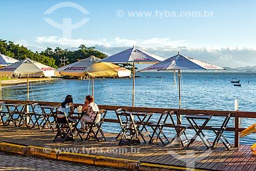 Píer de bar e restaurante na orla da Praia da Barra do Sambaqui  - Florianópolis - Santa Catarina (SC) - Brasil
