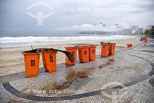 Vista da orla da Praia de Ipanema durante a chuva  - Rio de Janeiro - Rio de Janeiro (RJ) - Brasil