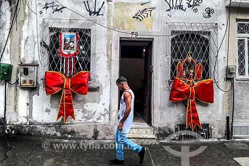 Fachada de casa enfeitada para o Dia de São Jorge  - Rio de Janeiro - Rio de Janeiro - Brasil
