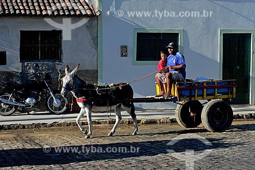 Homem e menino em carroça  - Caruaru - Pernambuco (PE) - Brasil
