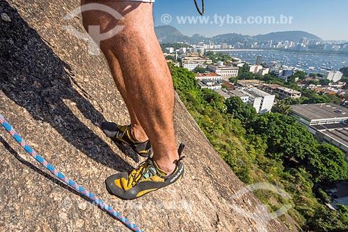 Detalhe de alpinista durante a escalada do Morro da Babilônia  - Rio de Janeiro - Rio de Janeiro (RJ) - Brasil