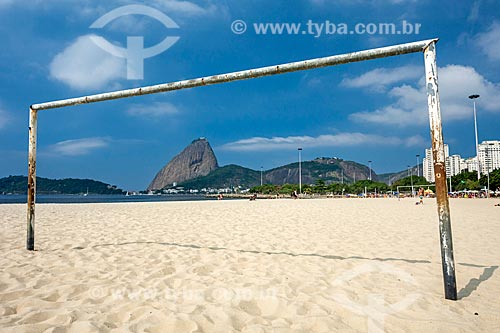 Trave na orla da Praia do Flamengo com o Pão de Açúcar ao fundo  - Rio de Janeiro - Rio de Janeiro (RJ) - Brasil