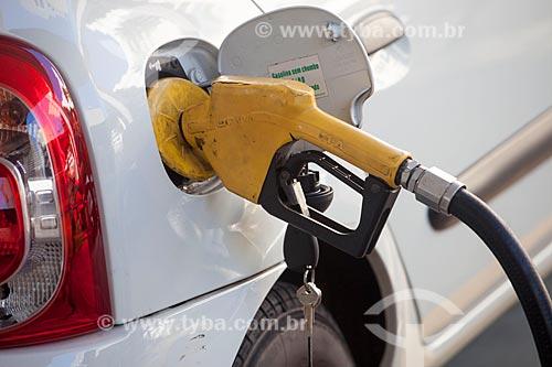 Detalhe de carro sendo abastecido durante crise de abastecimento de combustíveis devido à greve dos caminhoneiros  - Rio de Janeiro - Rio de Janeiro (RJ) - Brasil