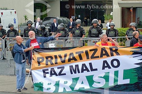 Manifestação contra o leilão da 4ª rodada de partilha da produção do Pré-sal  - Rio de Janeiro - Rio de Janeiro (RJ) - Brasil
